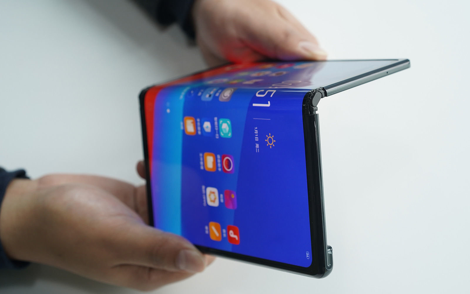 Galaxy Fold teardown lets everybody take a look at its complex design