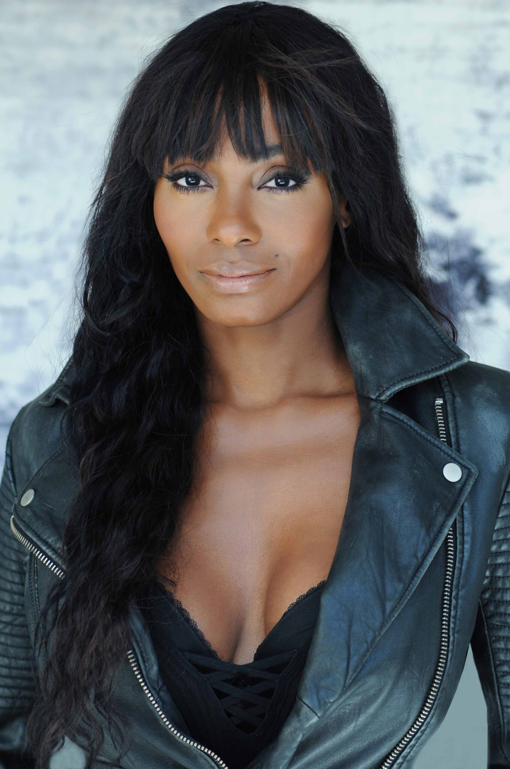 As the pandemic hit emergency levels, we heard different stories about the toll it took emotionally and physically on our fellow humans. We want to share the latest interview of actress and humanitarian Keturah Hamilton