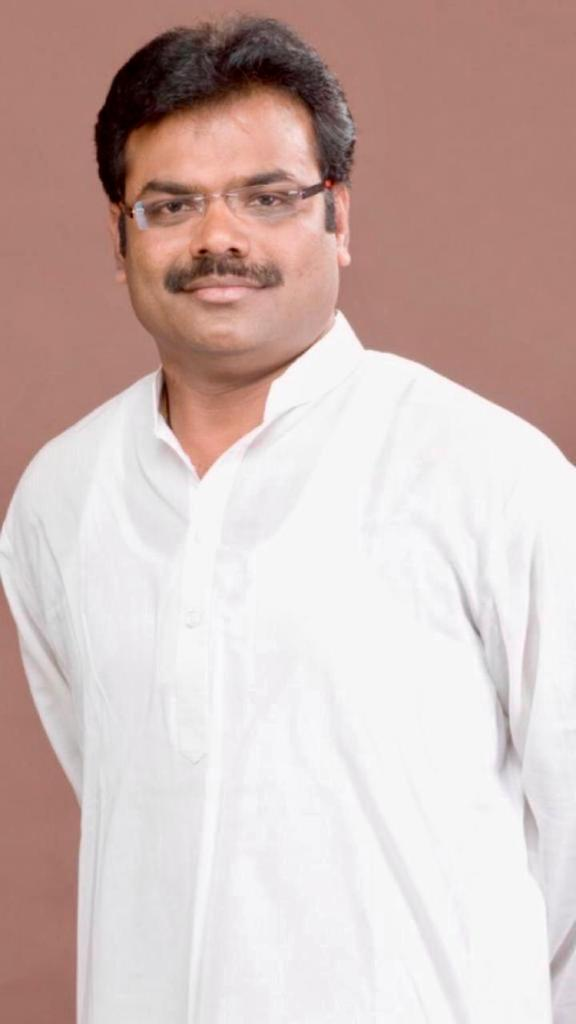 Congress leader Shivanand Hulyalkar turns a messiah for daily-wage workers in the COVID-19 crisis