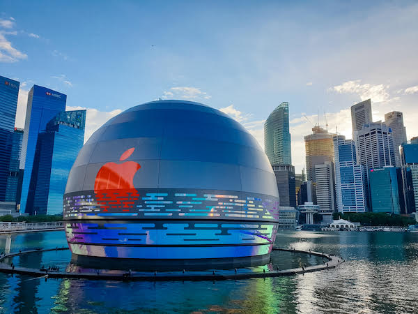 "This giant ""glowing orb"" is the world's first floating Apple Store"