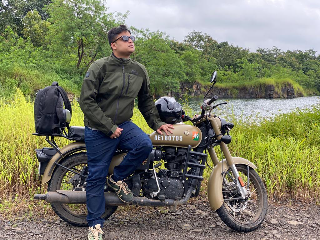 Actor Soham Pawaskar all set to perform some daredevil bike stunts in his debut film 'Rajmudra'