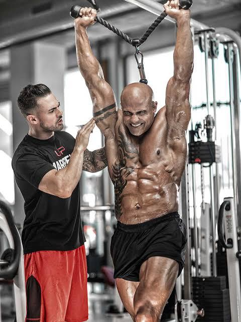 Offering personalized fitness coaching and mentorship is Marbella's top fitness coach, Vaughn Cohen.