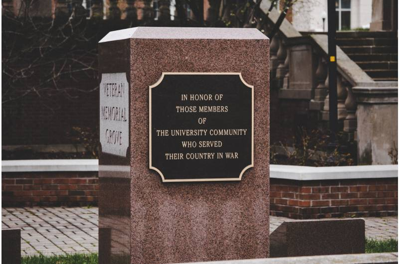 3 Smart Tips To Consider When Designing A Loved Ones' Memorial Plaque