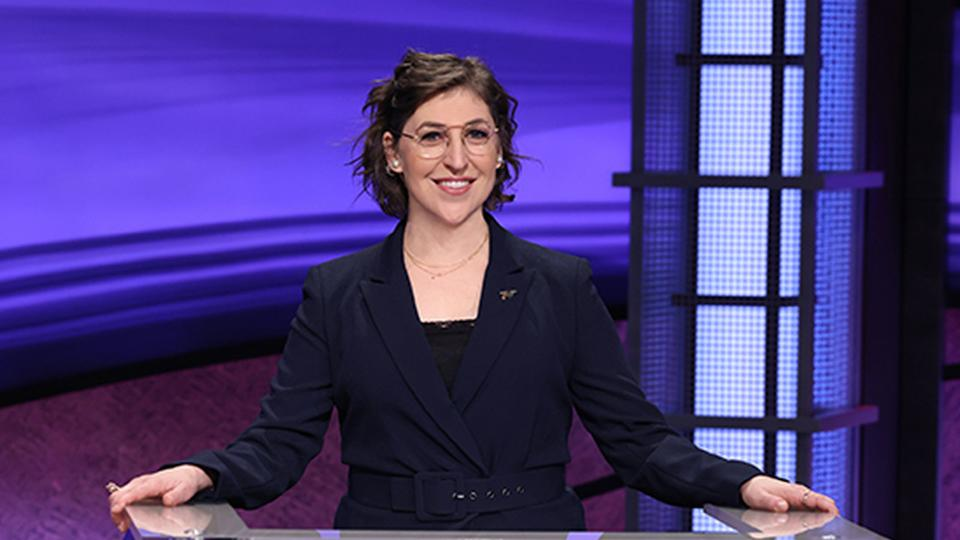"""Actress Mayim Bialik debut as the guest host of """"Jeopardy!"""""""