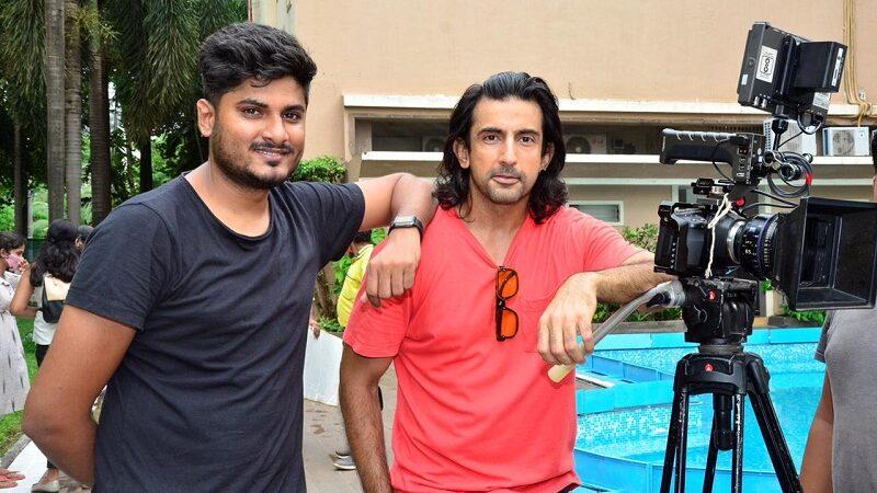 Unseen BTS pictures from the shoot of the upcoming cute love song Mukammal sung by Yasser Desai featuring Youtuber Mahesh Keshwala aka Thugesh, Lopa Mudra Saha, Minakshi Jaiswal