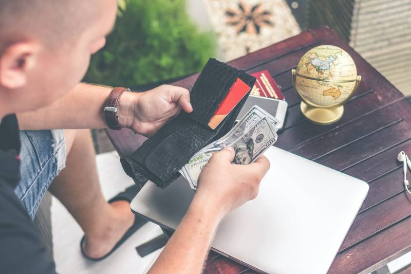 Instant cash loans: Be Very Careful