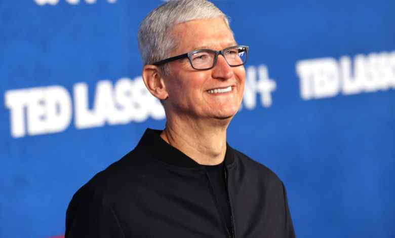 Apple CEO Tim Cook gets $750m payout