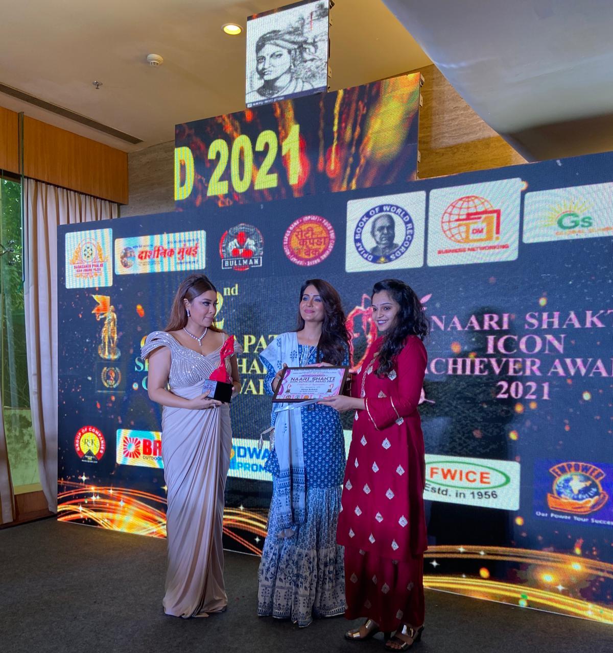 Actress Shreya Kulkarni is honoured by Naari Shakti puraskar by Kalyanji Jana.