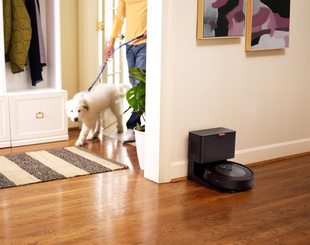 iRobot's latest Roomba uses AI to prevent dog bites